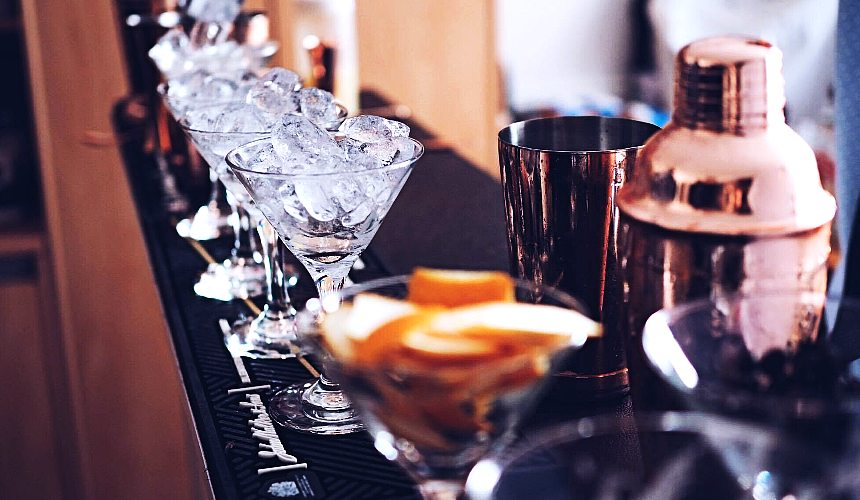 hire a cocktail bartender wollongong